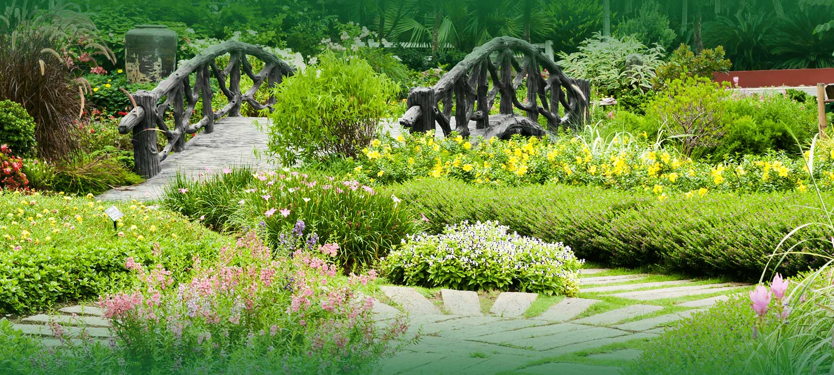 Professional garden and lawn landscaping services in for Professional landscaping service